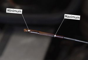 Engine oil dipstick minimum-maximum levels